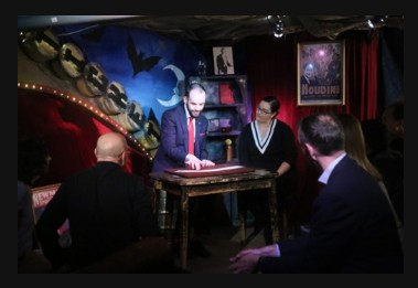 Will Houstoun Academy – Dr Houstoun on Cards Two Day Live Online Magic Course 19th – 20th March 7PM
